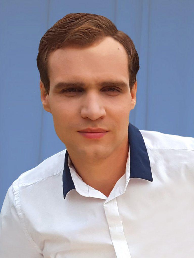 Алексей Александров переводчик экономист
